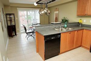 Kitchen and eating area for Bur Oak Townhouse